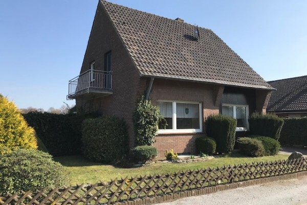 Freistehendes Einfamilienhaus  mit großem Grundstück!