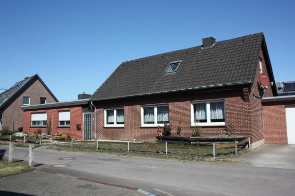 Zwei Wohneinheiten – ein Preis! Begehrte Wohnlage von Kaldenkirchen!