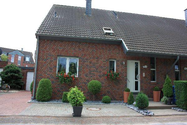 Exklusive Erdgeschosswohnung/Souterrain mit Garten!